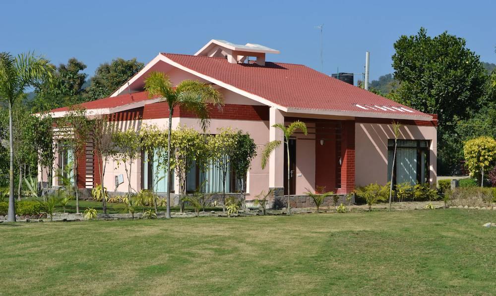 Iris Resort and Spa